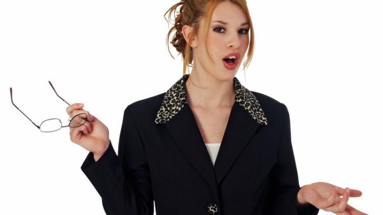Femeile se tem de vorbitul în public mai rău ca de moarte