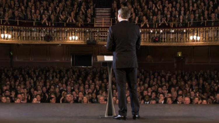Cum să devii relaxat când vorbești în public
