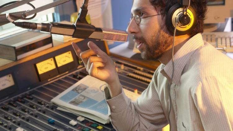 Ai o voce de radio?