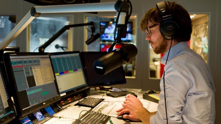 TOP 5 reguli pentru prezentatorii de știri de radio