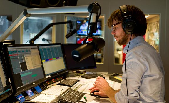 giel-beelen-3fm-morning-show-radio-studio-mediapark-hilversum-netherlands-06