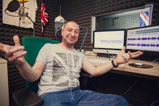"""Alex Tuhuț (Kiss FM): """"fac exerciții de dicție în mașină, înainte de radio"""""""