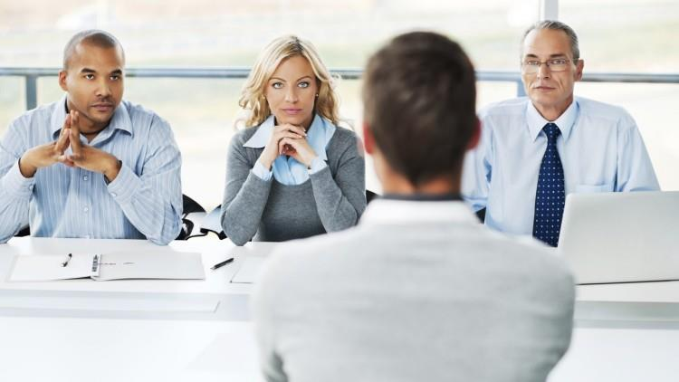 8 lucruri care nu ar trebui să apară în CV-ul tău niciodată