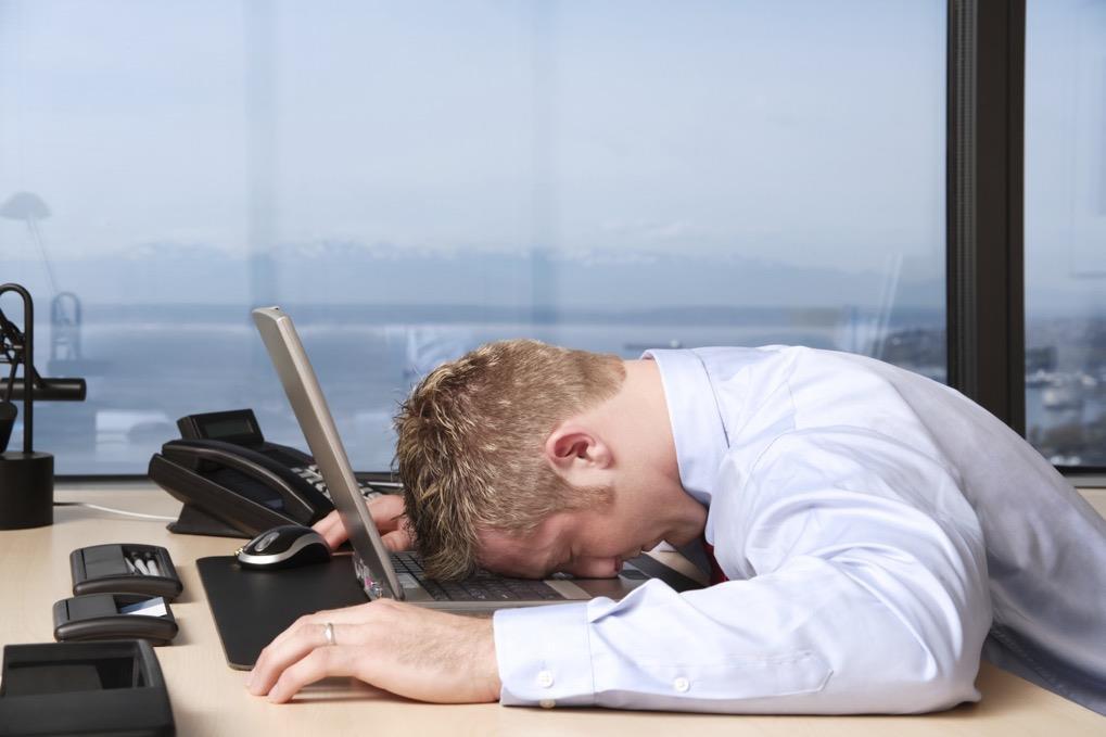 10 lucruri pe care le faci în fiecare zi și care te fac neproductiv