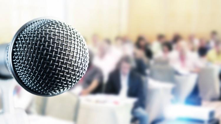 7 trucuri pentru a vorbi în public fără frică