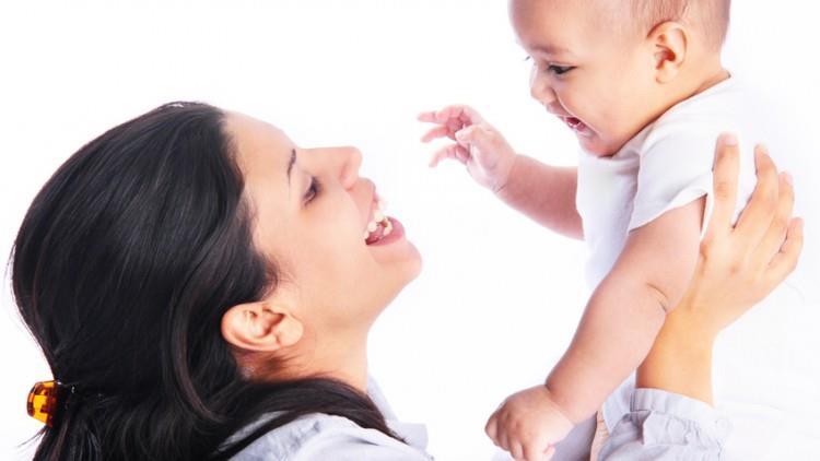 Cum comunicăm cu copiii între 8 și 12 luni
