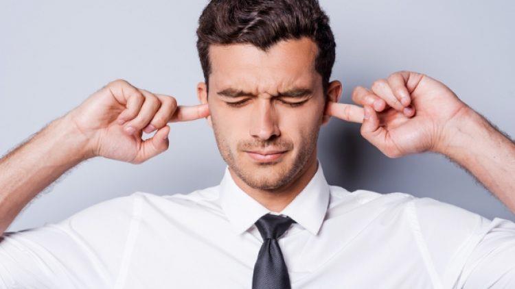 De ce ne enervează anumite voci?