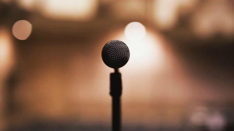 Te ajută sau nu un curs de Public Speaking?