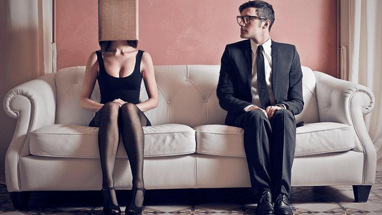 Poate un introvertit să vorbească în public?
