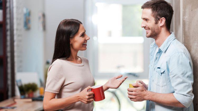 E adevărat că femeile vorbesc mai mult decât bărbații?