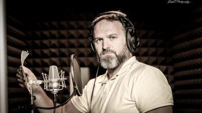 De ce suntem fermecați de vocile artiștilor voice-over?
