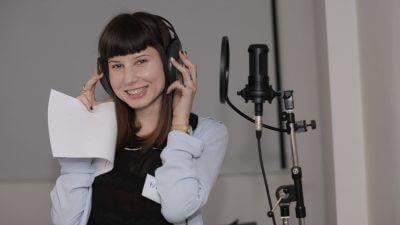 Cum faci o voce să sune amuzant