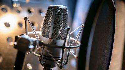 Cum devii un voice-over de succes? Talent sau perseverență?