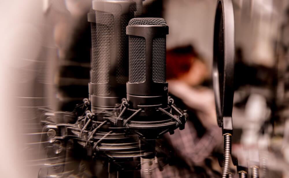 Ce este un pop up filter? Avem într-adevăr nevoie de el la microfon?