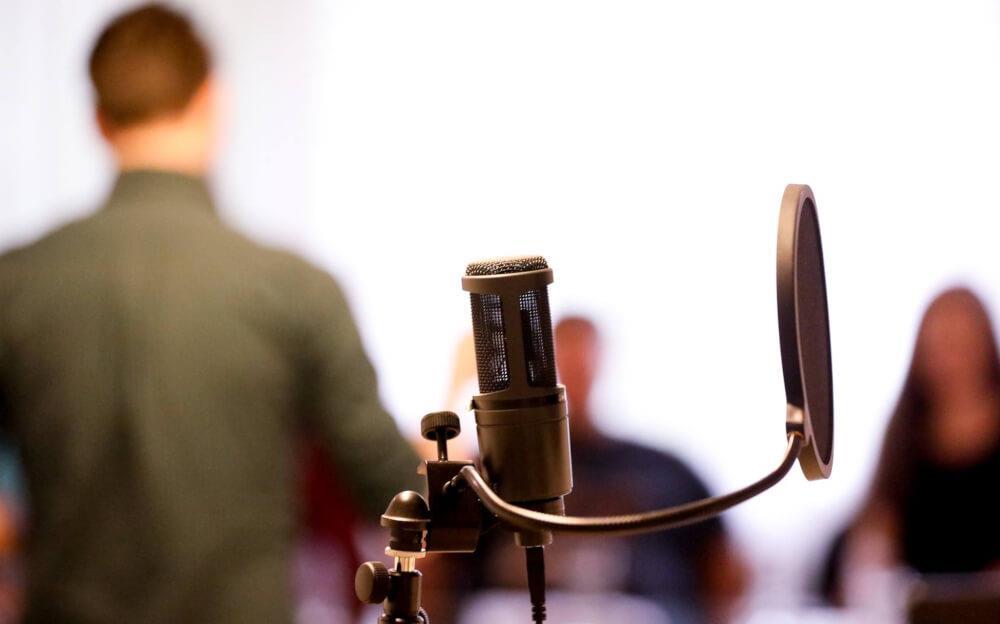 Cum să devii un voice-over profesionist