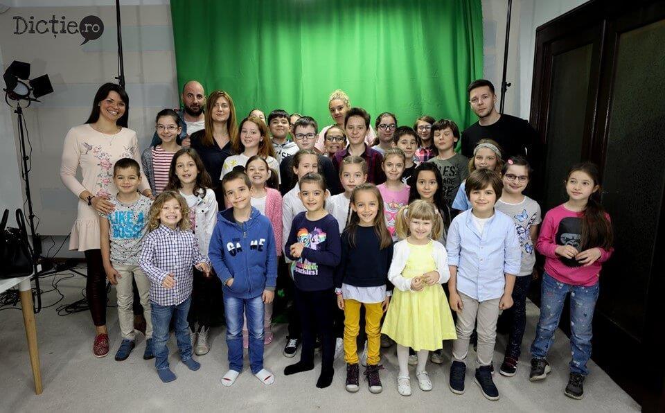 Cum învață copiii la Școala TV de la dictie.ro – VIDEO