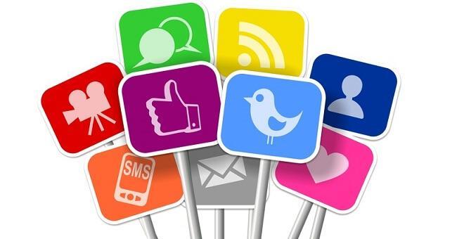 Voice-over: rețelele socialeși site-urile profesioniste