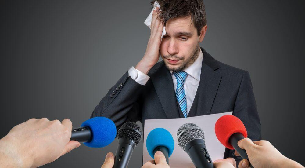 10 semne ale fricii de a vorbi în public