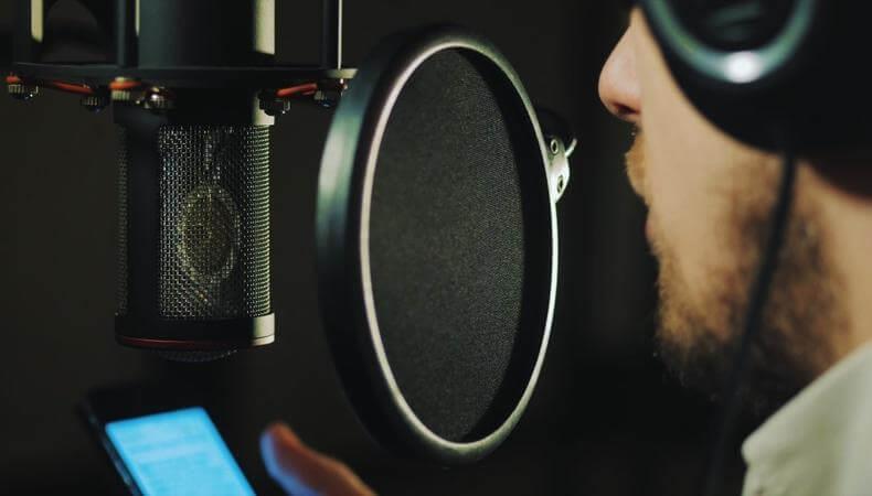 Voice-over: cheia succesului – cunoaște-te și ai încredere în tine
