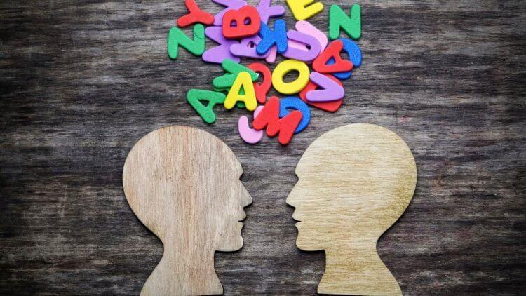Scriem cum vorbim sau vorbim cum scriem?