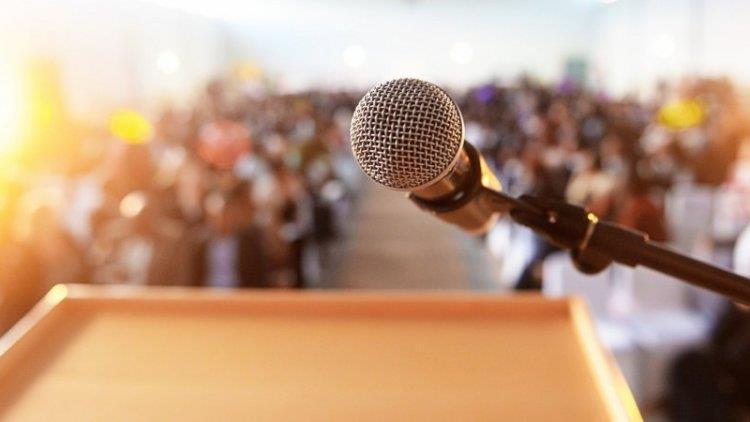Public speaking: 7 sfaturi despre cum să-ți construiești o încredere sănătoasă de sine