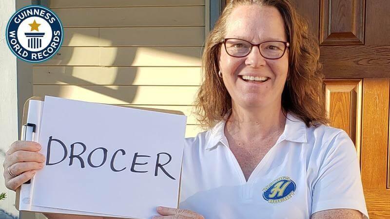 O femeie rostește 56 de cuvinte în sens invers cu o viteză uimitoare