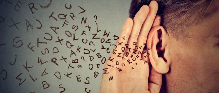 Un voice-over cu voce joasă poate face ca obiectele să ni se pară mai mari