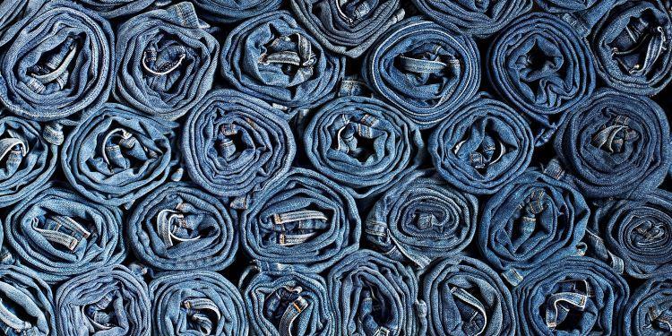 Blug, blugi, jeans, jeanși – ce purtăm de fapt?