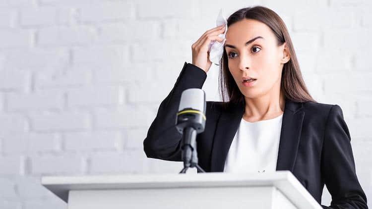 Public speaking: cum să nu rămâi fără voce în timpul unui discurs
